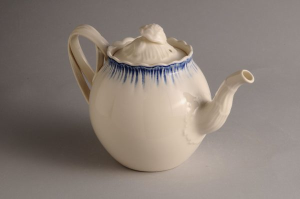 Hartley Greens Leeds Pottery Blue Shell Edge Teapot-0