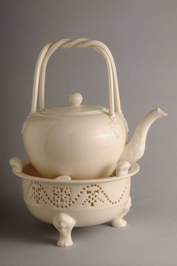 Hartley Greens Leeds Pottery Chocolate Kettle Teapot & Stand -0